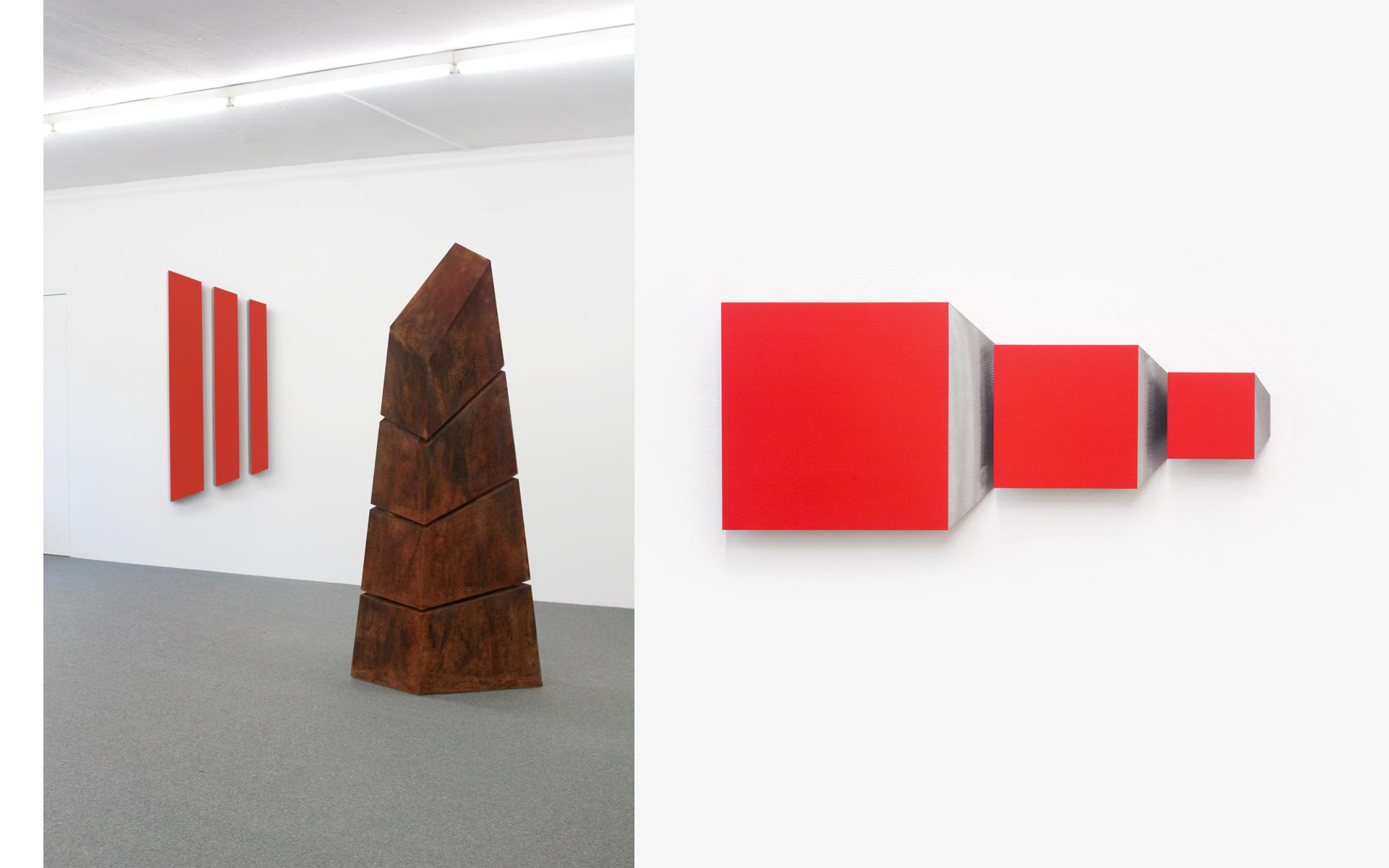 left: Installation view Gallery Schlégl, Zürich, 2007 / right: CIT, three parts, 2011 Acrylic on steel 40 × 96 × 4 cm - Photos: Christoph Valentien