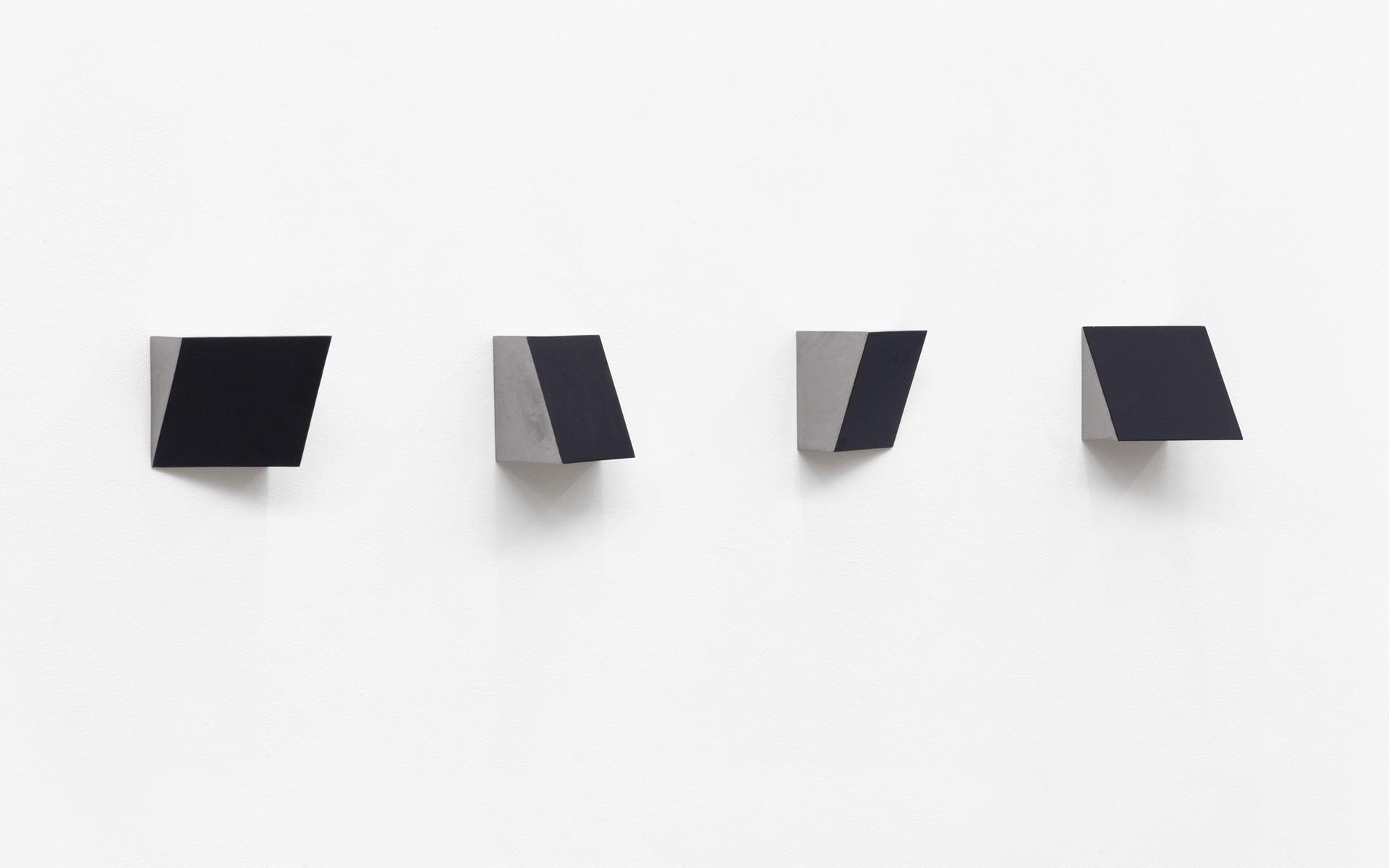 KEILE, four parts, 2002 Acrylic on steel each 10 × 10 × 10 cm - Photo: Christoph Valentien