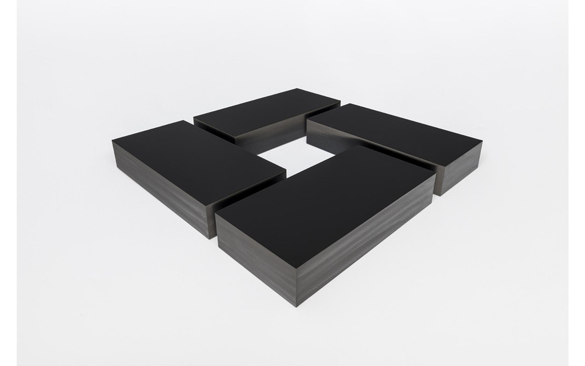 RANK, 2020 Acrylic on steel, 60.5 × 100 × 9 cm / Galeria Raquel Arnaud - Photo: Ding Musa