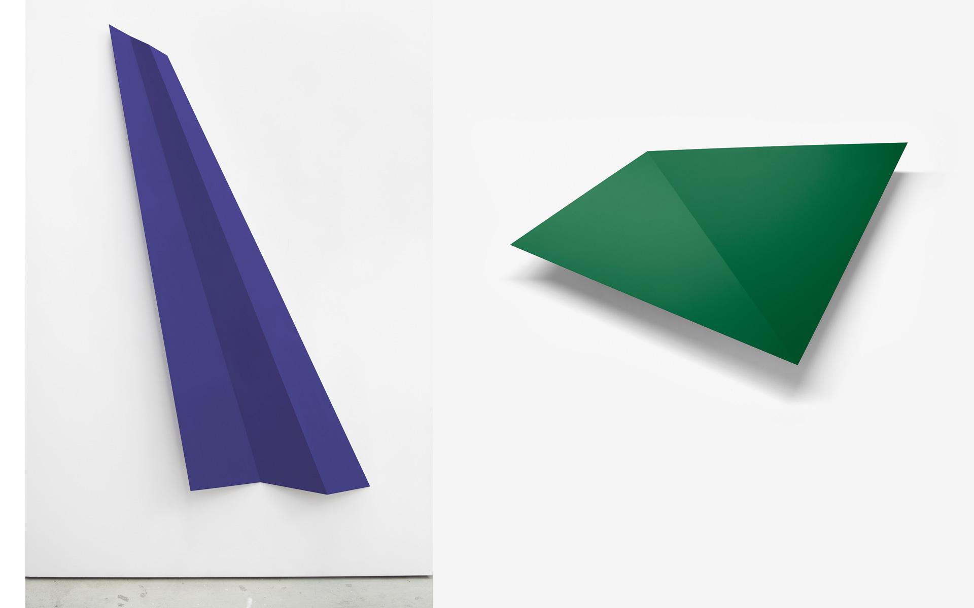 left: O. T., 1991 Acrylic on steel 221.5 × 127.5 × 16.5 cm / right: FALTUNG (grün), 1995 Acrylic on aluminum 124 × 176.5 × 15.5 cm - Photos: Christoph Valentien